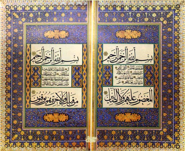 © Ahmed Karahisarî - Serlevha - Fatiha Sûresi ve Bakara Sûresi'nin ilk 4 âyeti-1468 yılında Afyonkarahisar'da doğdu. Esedullah Kirmani'den hattı öğrendi. Celî ve sülüs halta ustalığının doruğuna ulaştı. Osmanlı İmparatorluğu'nun en parlak devri olan Sultan Bayezid, Yavuz Sultan Selim ve Kanuni devrinde yaşadı. Sultan Bayezid'in teşvikiyle Yakut Musta'sımi'nin yazılarını inceleyerek altı çeşit yazıyı yeni üslup ve karakterde yazdı. Müsenna adı verilen celî hatta eşi olmayan levhalar yazdı.