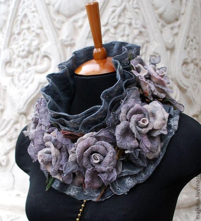 """Купить Серый валяный шарф-воротник из войлока с цветами """"Туманный Лондон"""" - темно-серый"""