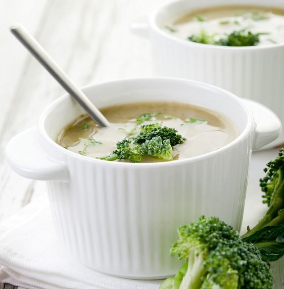 Bebe Çorba - 6 Ay ve Sonrası  Malzemeler  ½ su bardağı yoğurt  1 çorba kaşığı pirinç  1 avuç içi kadar brokoli  2 su bardağı su  ¼ kereviz veya patates  ½ küçük boy havuç  1 tatlı kaşığı sızma zeytinya�