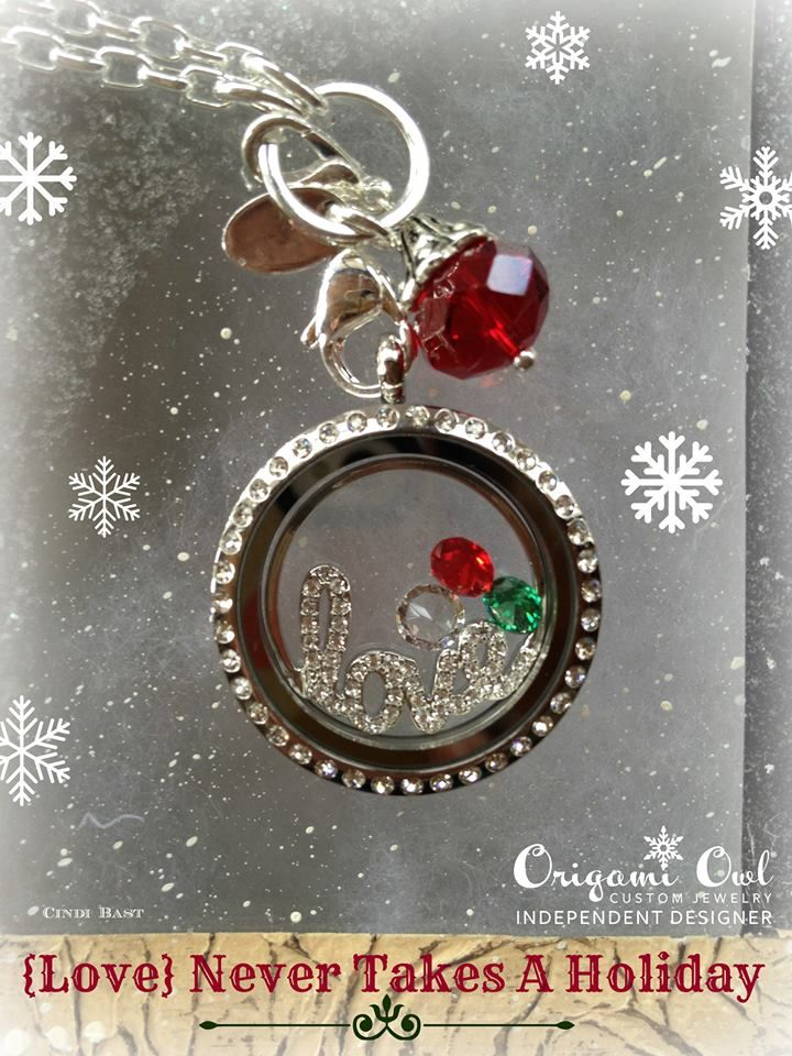 Origami Owl Living Lockets make great Christmas gifts!! This locket features our new window plate!! Get your new window plate today for just $16 plus tax/shipping.  www.amandaknoll.origamiowl.com #origamiowl #windowplate #love #Christmas #gift #silver #red #green #dangle #livinglocket #crystals #birthstones #boxchain #holiday