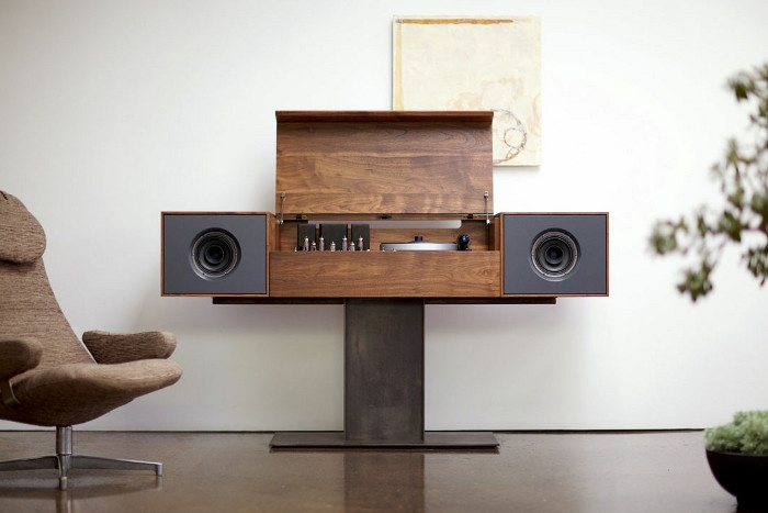 New York based company #Symbol offers hand made audio devices that not only play well but thanks to linking good old technology principles with the latest ones they also look damn pretty