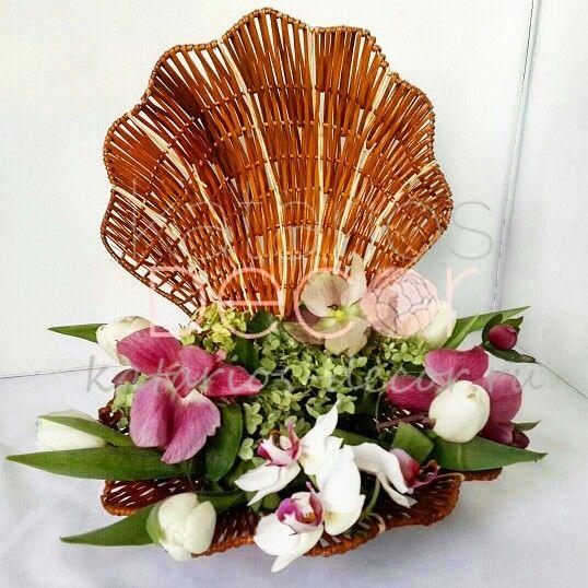 Корзина-ракушка с орхидеями, тюльпанами, гортензией и клематисом #katariosdecor #decor #florist #flowers #gift #bouquet #handmade #vsco #vscogood #vscocam #декор #флорист #букет #флористика #цветы #композиция #ручнаяработа #igdaily #photooftheday #spring #подарок #shell #interior #details