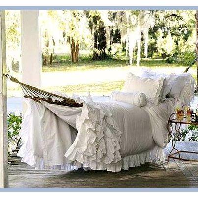 Dainty little hammock. Want one! ✿⊱╮