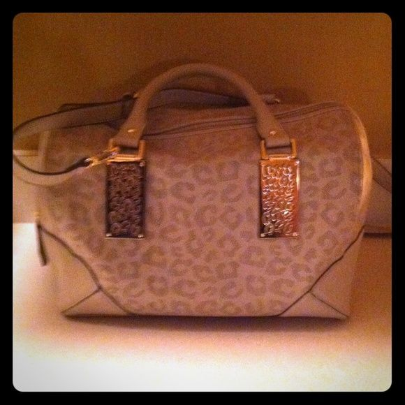 Kardashian Kollection purse! Cream color, very lightly used, only carried for a few weeks, comes with the long strap which is detachable. Kardashian Kollection Bags Satchels