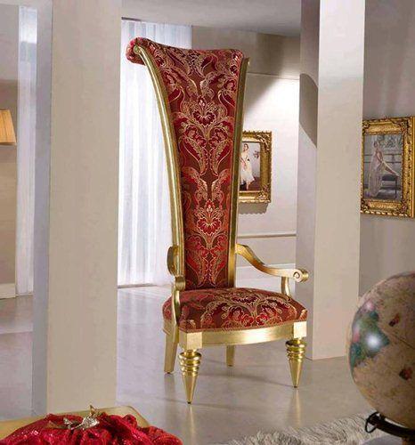 Luxury Sofa Ratu Megah SFK-008 ini mempunyai tampilan yang menari terbuat dari kayu jati/kayu mahoni yang disempurnakan dengan cat duco emas.