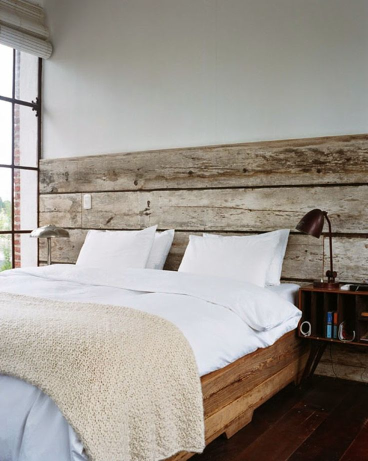 Best 25 barn wood headboard ideas on pinterest door bed frame rustic wood bed frame and - Hoofdbord wit hout ...