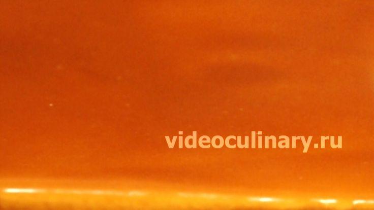 Рецепт карамельной глазури, которая очень хорошо подходит для покрытия и украшения тортов, фруктов и мороженого. Фото и Видео рецепт Бабушки Эммы и Даниэлы