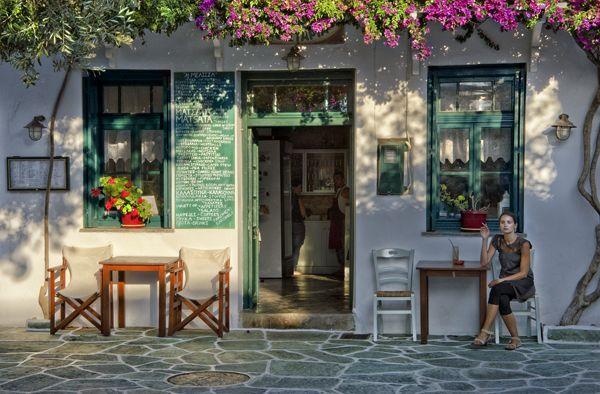 Cafe in Chora of Folegandros island Greeka.com