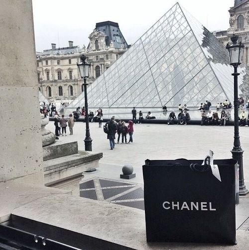 #explore #city #brands #clean #love #travel #chanel #luxury #buildings  https://weheartit.com/entry/299690264