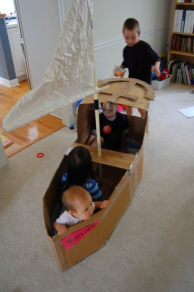 Lots of cardboard box tutorials for kids – hours of play for rainy days!
