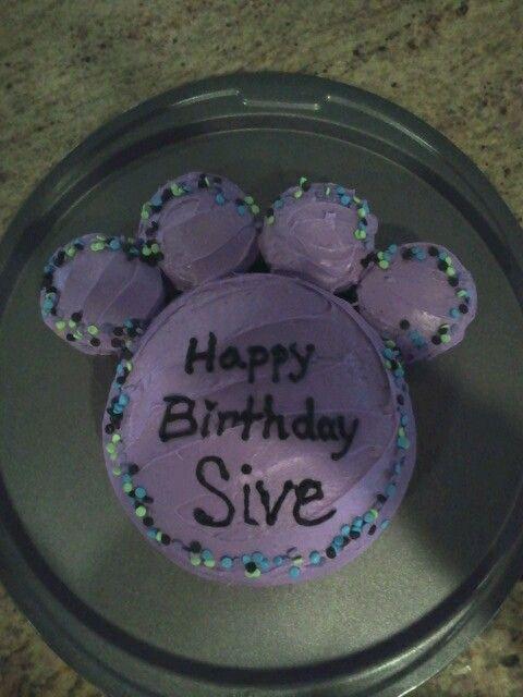 Easy paw print cake