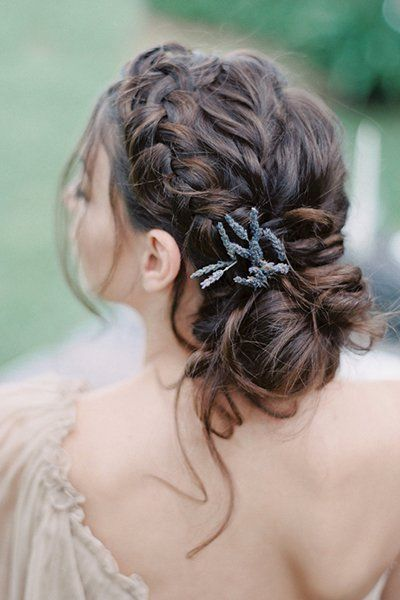 Vintage Hochsteckfrisur Hochzeitsfrisur mit Blumen und Zopf für kurze Haare für runde ...