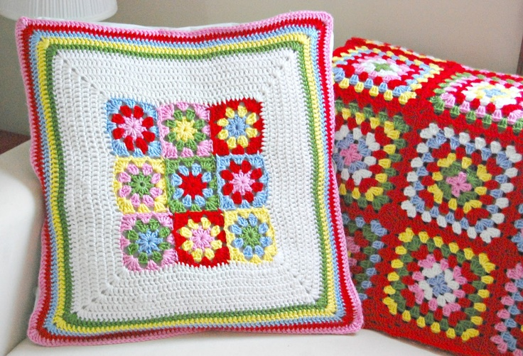 Summer Garden Pillow by Hopscotch Lane ♥: Squares Patterns, Summer Gardens, Gardens Square, Colors Combinations, Granny Squares, Hopscotch Lane, Crochet Pillows, Crochet Cushions, Gardens Pillows