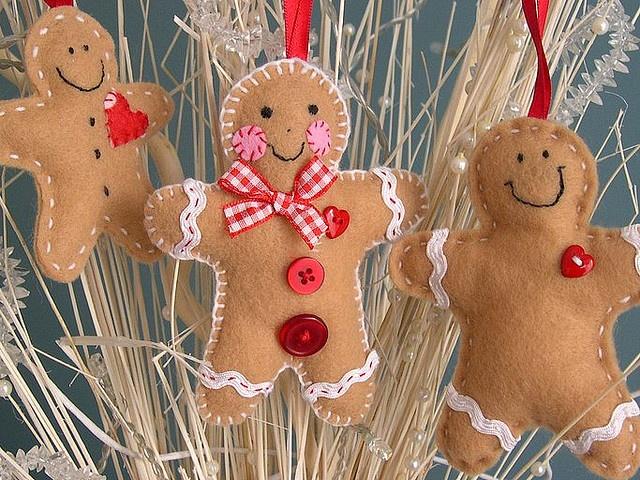 felt ginger bread ornaments: Gingerbreadmen, Christmas Crafts, Felt Gingerbread, Felt Ornaments, Christmas Decor Crafts, Christmas Ornaments, Gingerbread Man, Gingerbread Ornaments, Gingerbread But