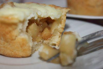 Яблочные мини-пироги с заварным кремом