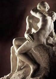 Escultura grupal realista en la se utiliza como material la piedra con un color blanco para el brillo en algunas partes del cuerpo