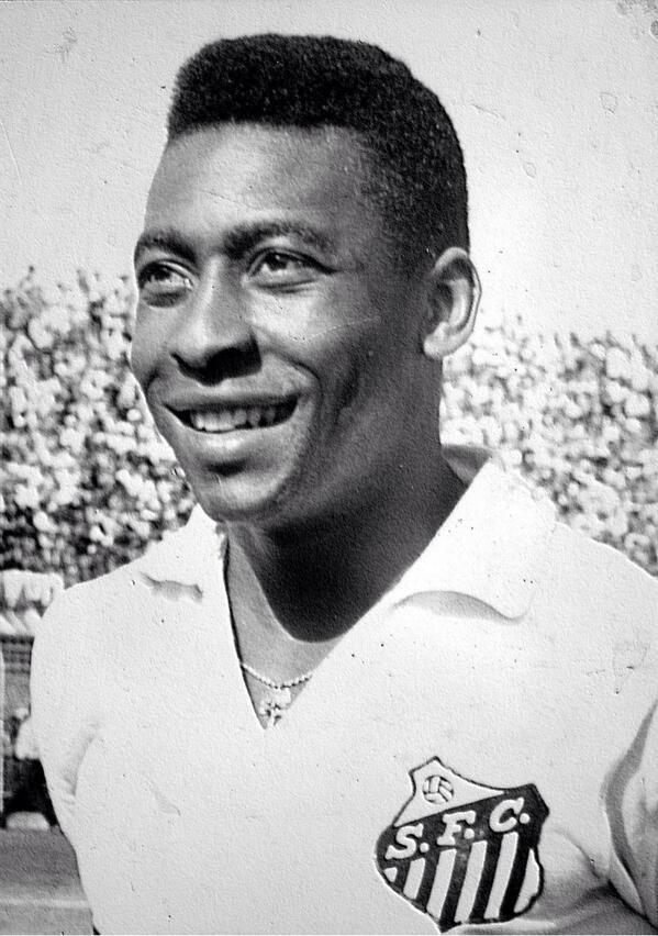 Pallone d'Oro alla carriera per Pelé, il più grande giocatore della storia del calcio?  #pallonedoro pic.twitter.com/lsw2VnODW6