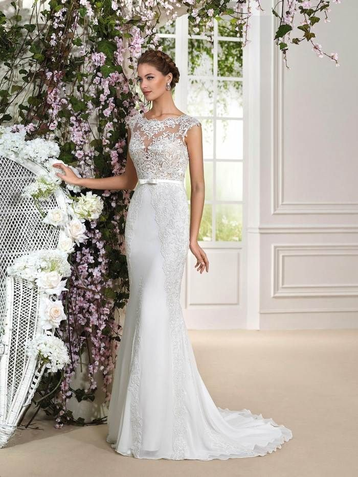 Sexy lace wedding dress from the Fara Sposa 2016 Collection