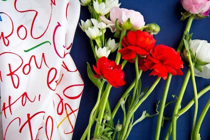 Silk scarf-calligraphy-accessories-fashion-flowers-каллиграфия-цветы-платок-аксессуар-стиль