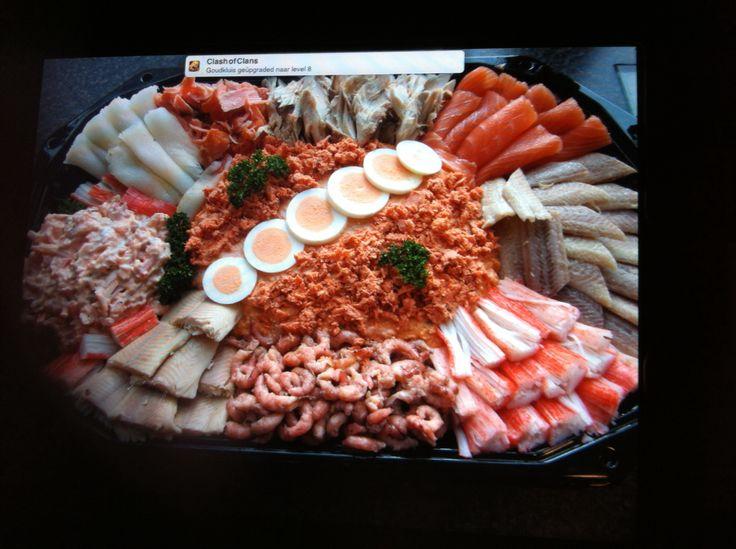 Visschotel met diverse soorten vis
