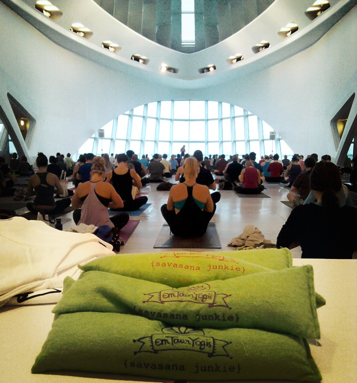 omTownYogis: Yoga @ The Musuem
