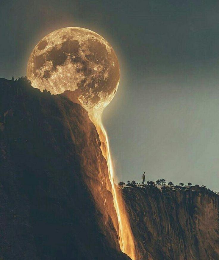 Lune au sommet d'une colline.