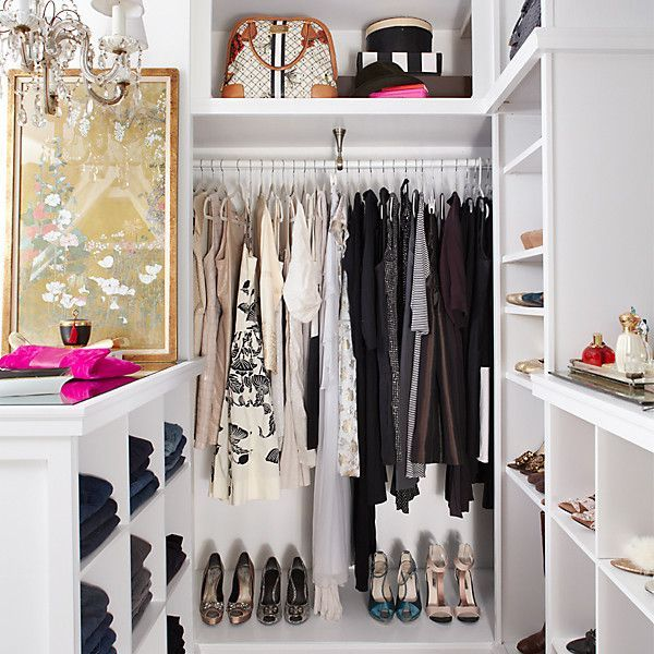 Love a well-organized and pretty closet!