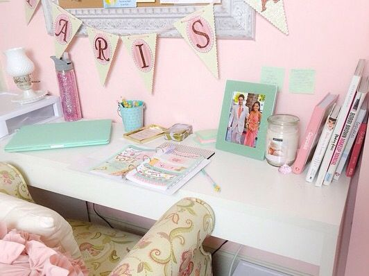 318 best images about girly room inspiration on pinterest for Girly wallpapers for bedrooms