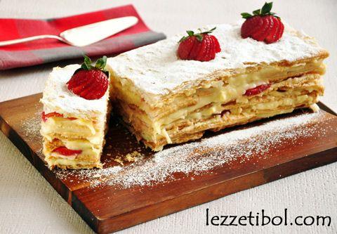 Çilekli Milföy Pastası | Lezzetibol