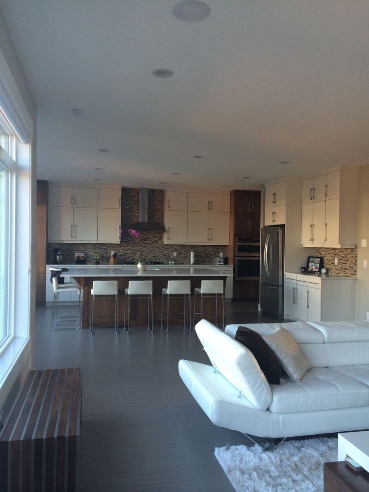 Full view of this tasty deluxe kitchen, great submission from one of our Morrison homeowners!