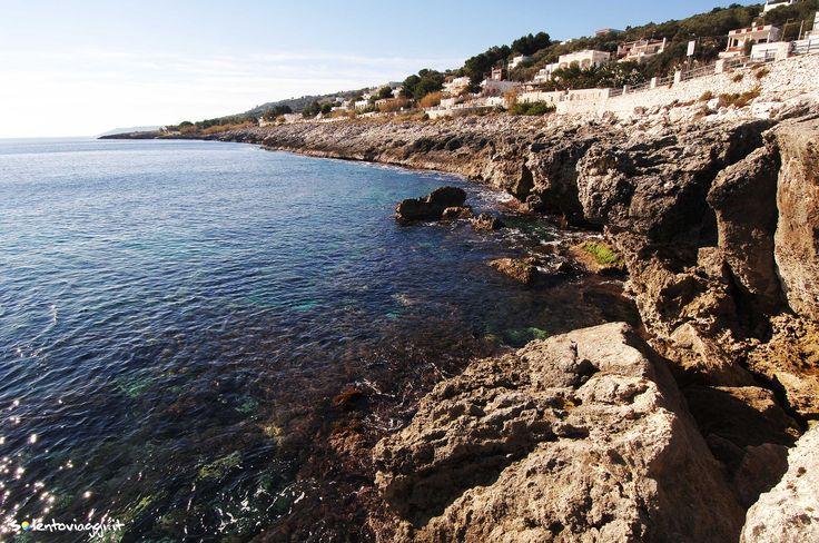 La costa frastagliata di #MarinadiAndrano, un luogo non molto noto ai turisti e per questo anche più #economico, ma molto suggestivo.