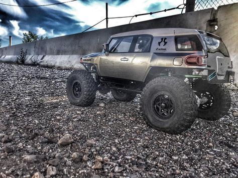 So ready for 5 o'clock to come . . #KrawlZoneRC #rc4wd #axial #axialracing #axialadventures #axial #rc #rcscale #kingofthehammers #vanquishproducts #methodracewheels #rigidindustries #darkmtnphoto #offroad #offroadracing #poisonspyder #4x4 #rockracer #crawler #caseycurrie #atees #asiatees #asiateeshobbies #rcneverstops #toyota #fjcruiser #fjkrawler