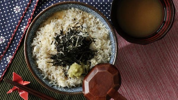 Seasoned Rice MISO. Recipe with video instructions: With white rice, nori and dried sardines, this broth bowl is the definition of umami. Ingredients: 140 grams cooked rice, 500cc water, 5 centimeters konbu seaweed, 10 grams bonito flakes, 1 tablespoon miso, Parmesan cheese, Chirimen jyako (dried sardines), Wasabi, Nori (cut into thin strips)