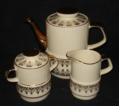 Gibsons England Cream White & Gold Coffee Pot Teapot Creamer & SugarTeapots Creamer, Coffee Pots, Cream White, Gibson England, White Gold, Gold Coffee, Coffe Pots, Pots Teapots, England Cream