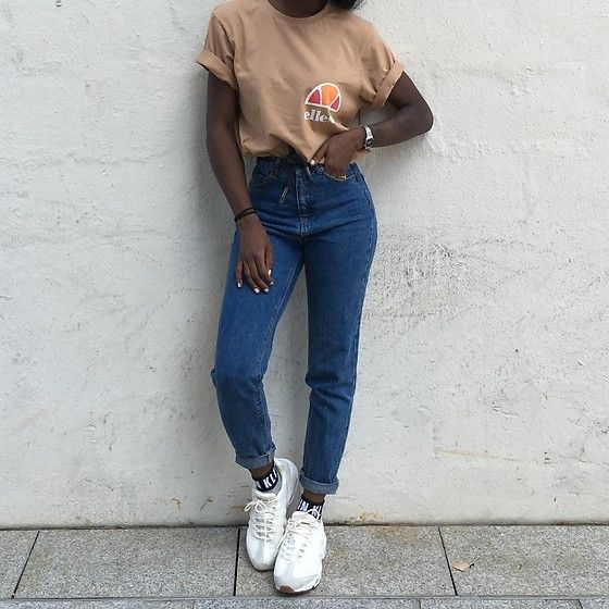 Get this look: lb.nu/look/8368891 More looks by Aude-Julie Alingué: lb.nu/audejulie Items in this look: Ellesse Tee, Pull And Bear Mom Jeans, Calvin Klein Socks, Nike Air Max 95 #street #vintage