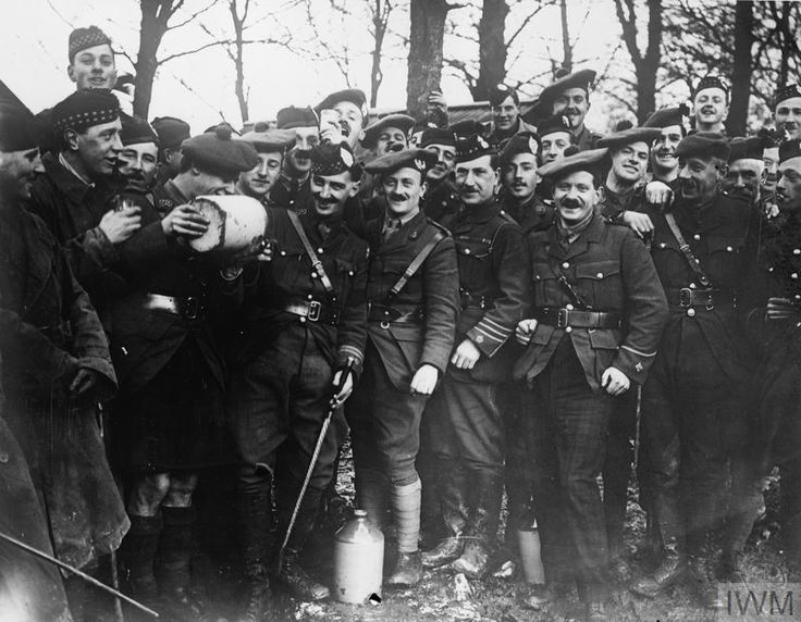 WWI, 1 Jan 1917; 15th Scottish Div, Black Watch (Royal Highlanders) officers enjoying rum ration at Henencourt. © IWM -WWI covered live (@ThisDayInWWI) | Twitter