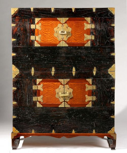 Chest (Nong), Joseon Dynasty (1392-1910), 19th century. Artist/maker unknown, Korean (you can see the mushrooms fanning out in a circular pattern in the center of the drawers). #DecorativeKoreanArt