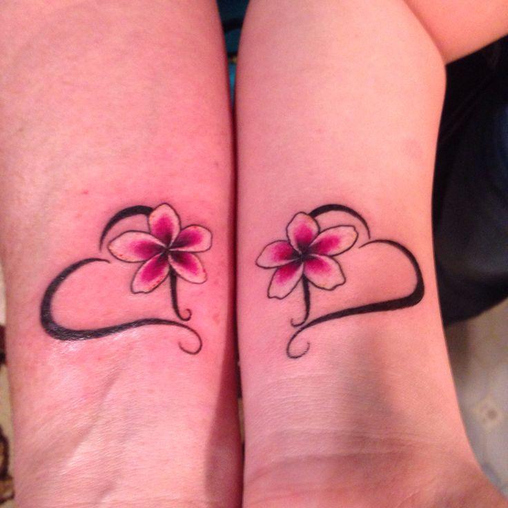 die besten 25 mama tochter tattoos ideen auf pinterest tattoo mutter mutter tochter tattoos. Black Bedroom Furniture Sets. Home Design Ideas