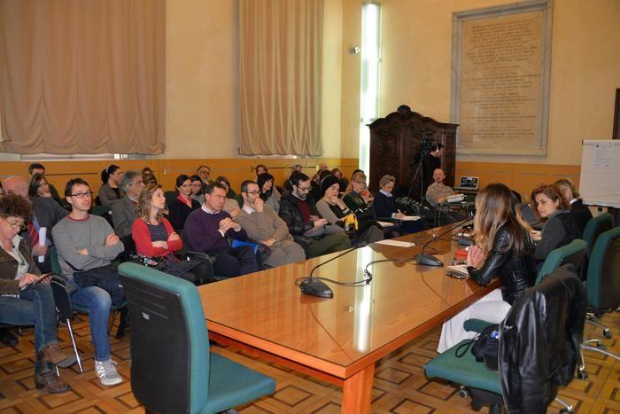 """(ANSA) La sperimentazione di telelavoro di una quindicina di dipendenti dell'Università di Torino, Unito-Tel, sta funzionando e andrà potenziata: è emerso da un incontro tra Ateneo,Comitato Unico di Garanzia e Assessorato Regionale alle Pari Opportunità.""""E' un'esigenza sia del singolo ma anche dell'organizzazione"""",ha sottolineato Loredana Segreto, direttrice generale dell'Università"""".E l'assessora Monica Cerutti ha osservato che la Regione è passata da 13 tele-lavoratrici nel 2004 a 66 nel…"""