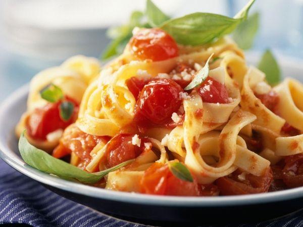 Een heerlijk lichte pasta voor de tomatenliefhebbers - Libelle Lekker!