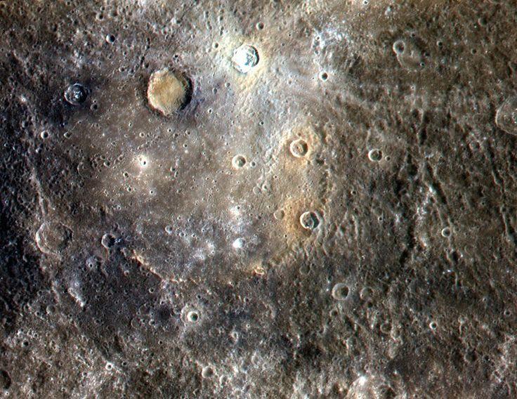 """Kraterübersähter Merkur (Aufnahme der Nasa-Sonde """"Messenger"""", September 2011)..."""