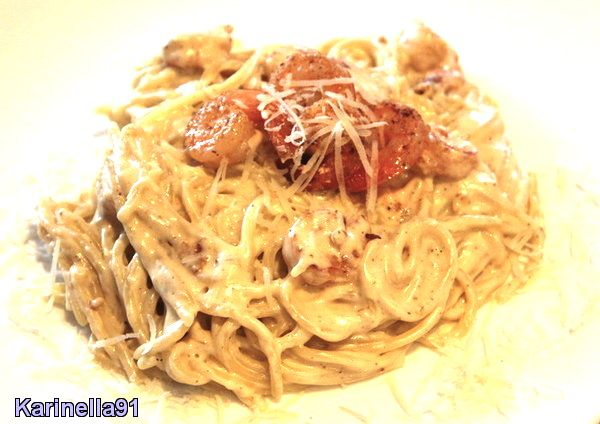 Прекрасное сочетание итальянской пасты и сливочного соуса с креветками, не оставит равнодушного никого. Блюдо получается очень нежным и ароматным.