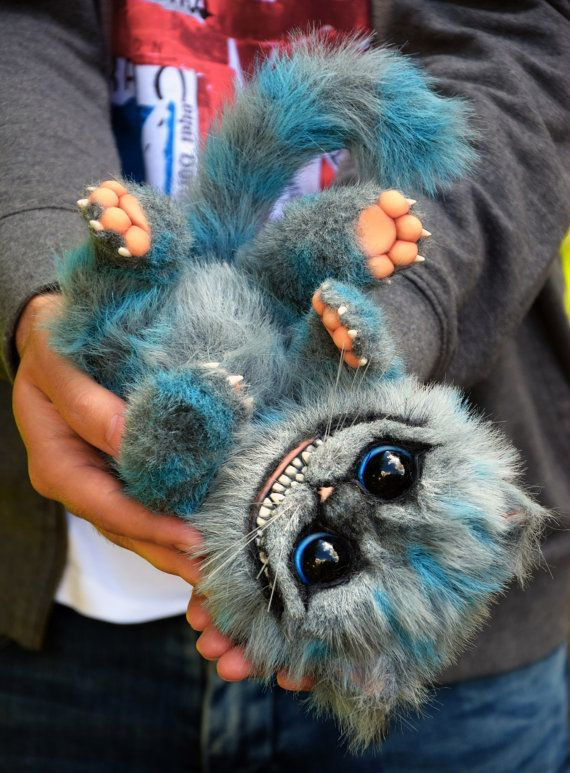 Cheshire is approximately 21 cm (8) excluding tail. - Completely handmade. - Solid parts are made of polymer clay. - Glass eyes. - Wire armeture. Fully Posable. - Made from high quality Faux Fur. This is a collectors item and made for adults only. Will not be suitable for children.