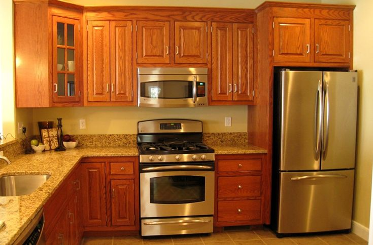 Kitchen Design With Oak Cabinets And stainless steel appliances | The kitchen has beautiful oak cabinets, stainless appliances, and ...