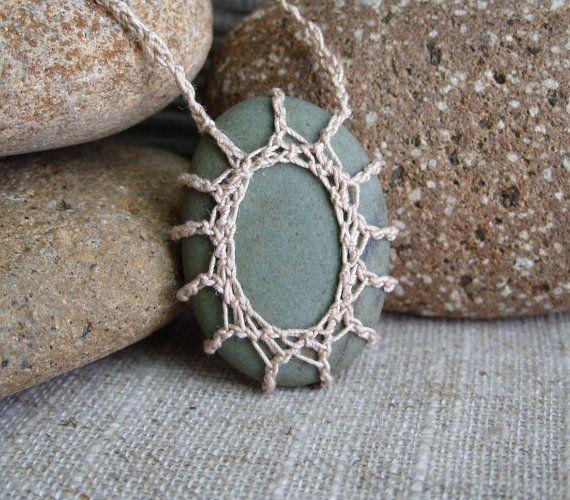 Lace Stone . Crochet Stone . River Rock por TheTreeFolkHollow