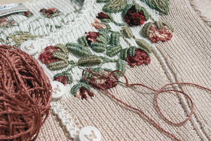 Коллекция образцов вышивки по трикотажу