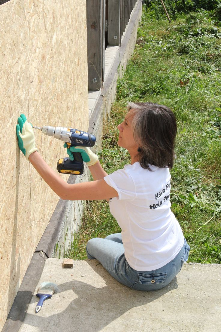 Globe Aware volunteer vacation in Romania - building a community center for Roma families