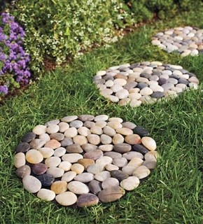 River rock stepping stone, I'm going to make these with my left over rocks!!
