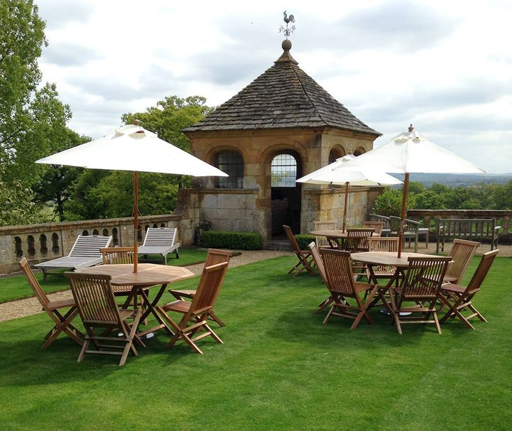 Need some outdoor seating? Our Teak Garden Furniture Set is great for the lawn outside your wedding venue or your marquee. This comes with one table, four chairs and an ivory parasol.