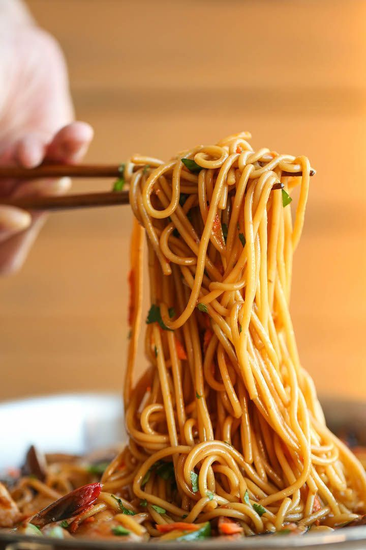Asian Garlic Noodles - Easy peasy Asian noodle stir-fry using pantry ingredients that you already have on hand. Quick, no-fuss, and made in less than 30min! Recipe from Damn Delicious